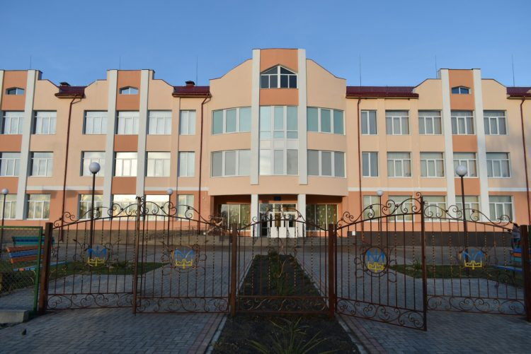 школа у селі Любохини