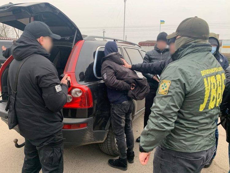 Затриманого на хабарі прикордонника оштрафують на 17 тисяч