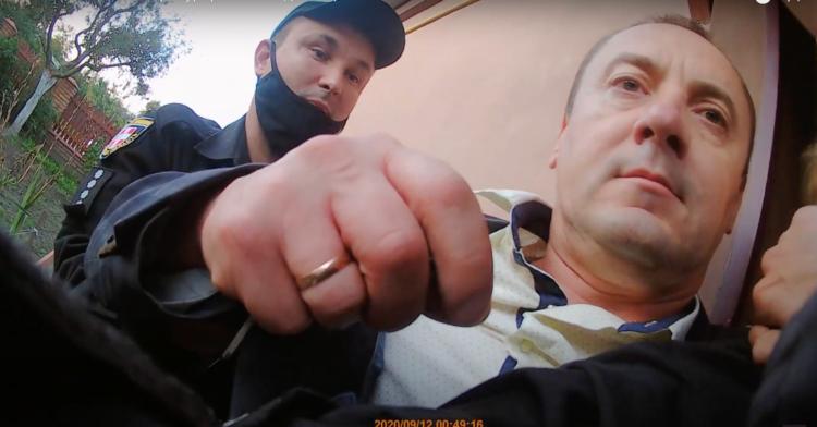 """Затримання прокурора Миколи Троцюка поліцейськими у вересні 2020 року. Скріншот з відео ІА """"Волинські новини"""""""