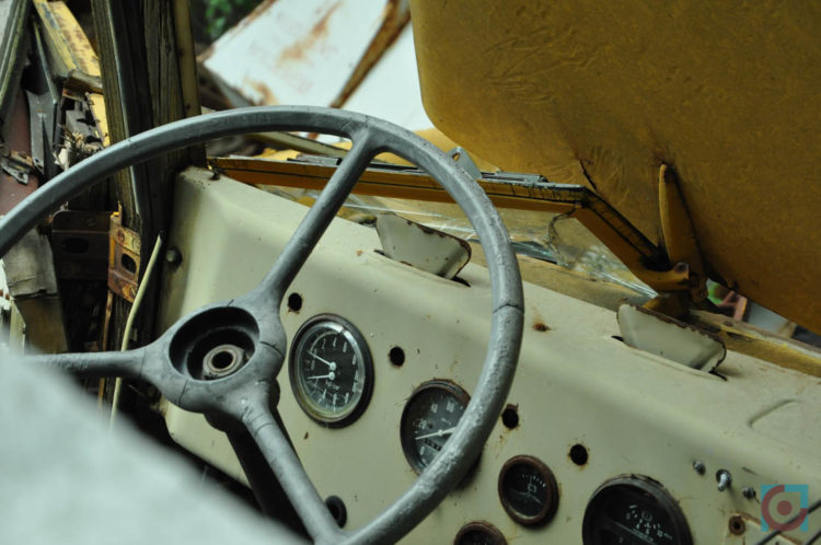 Покинута машина у Чорнобилі