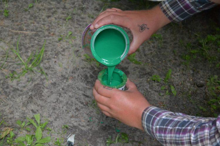 зелена фарба банка фарби