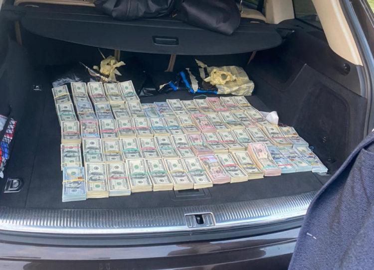 Гроші у багажнику Бурдейний